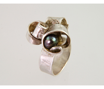Jolene Smith - FlourishRing in silver with pearl £170