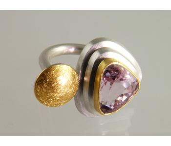 Josef Koppmann - FlourishRing in silver and 24ct gold set with a kunzite £1030