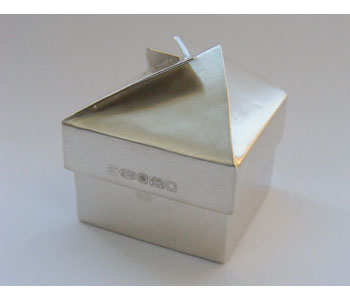 Box in silver with gold plated interior