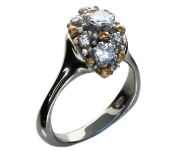 'Explo' ring in platinum and Fine gold granulation set with seven diamonds