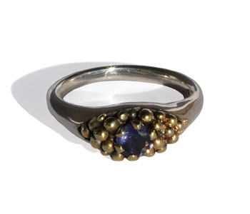 Ring in silver with 18ct gold granulation set with an iolite