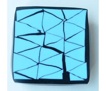 Magnetic brooch in resin with line drawing