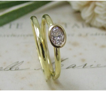 Rings in 18ct yellow gold set with an old mine cut diamond