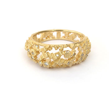 Two Edge Chaos ring in 18ct yellow gold set with diamonds