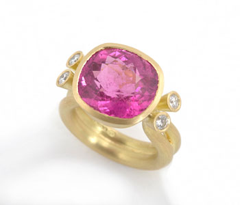 Ring with pink tourmaline and diamonds