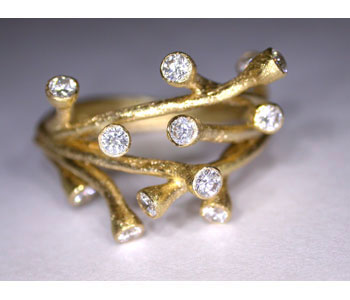 Branch ring in 18ct yellow gold with diamonds
