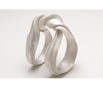 'Mobius' ring in fine silver