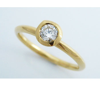 Ring in 18ct yellow gold with diamond