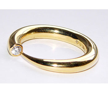 Ring in 18ct yellow gold with diamond - high polish finish