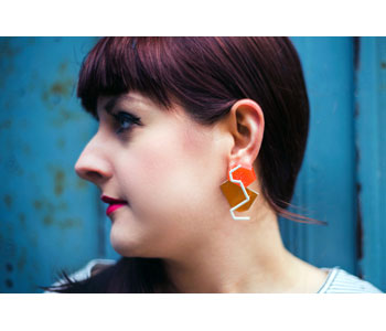 'Orange' - Earrings' in Thermochromic Resin, dyed aluminium, brass and silver, modelled
