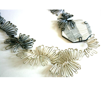 Necklace in silver and 9ct gold set into acrylic