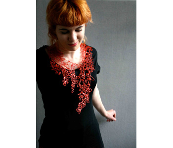 'Red Dribble' necklace in glue and paint