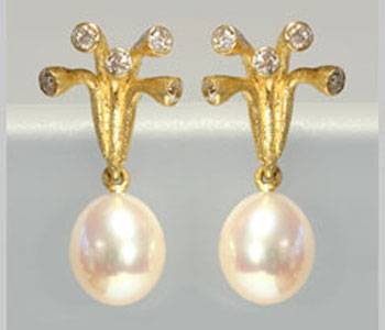 'Branch' earrings in 18ct gold with pearls