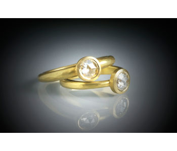 Rings in 18ct gold set with rose cut diamonds