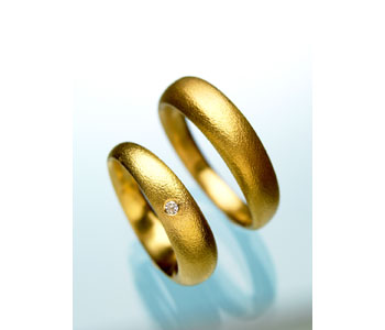 'Lovers Spinning Rings' in 18ct gold set with diamonds