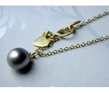 Necklace in 18ct yellow gold with Tahitian pearl