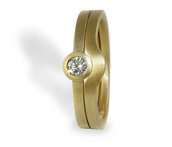 'Refined' rings in 18ct yellow gold set with diamond