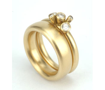 'Diamond Buds' rings in 18ct yellow gold with diamonds