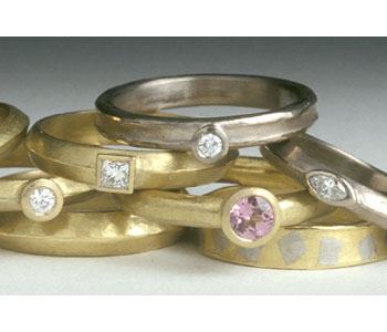 Rings in 18ct gold with sapphire and diamonds