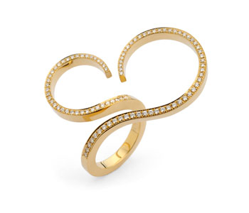 Ring in 18ct gold with pave set diamonds