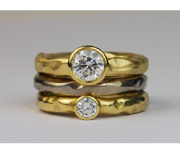 Rings in18ct gold set with diamonds