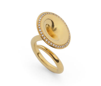 Large Trumpet ring in 18ct gold with diamonds