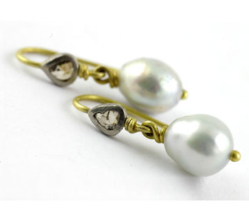 Pearl earrings in 18ct white and yellow gold with diamonds