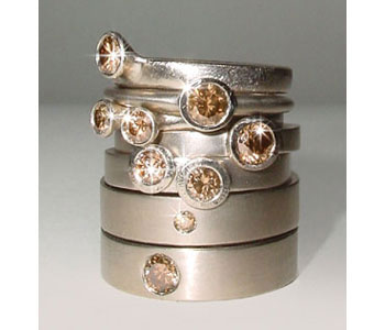 Rings in 18ct white gold set with 'chocolate' diamonds
