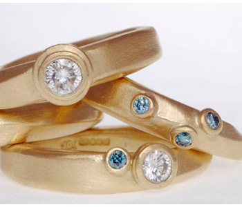 Rings in 18ct gold set with white and blue diamonds