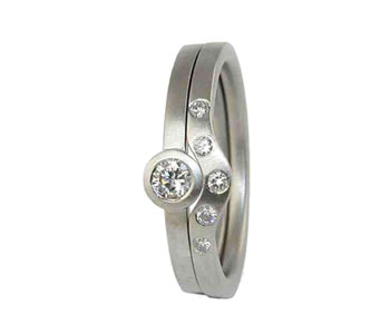 Rings in 18ct white gold with diamond