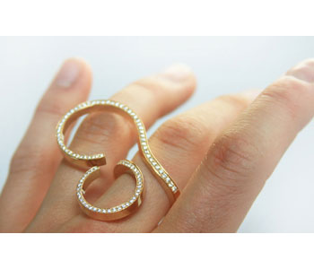 Ring in 18ct gold with pave set diamonds, modelled