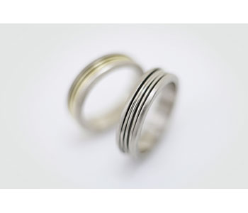 'Spin' rings in 18ct white and yellow gold