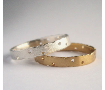 Rings in 18ct white and yellow gold