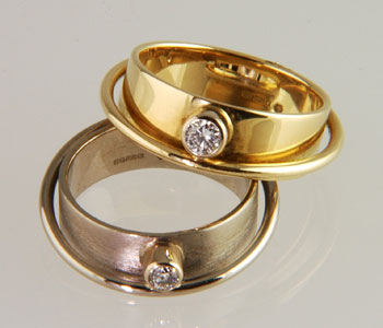 Rings in 18ct white and yellow gold set with diamonds