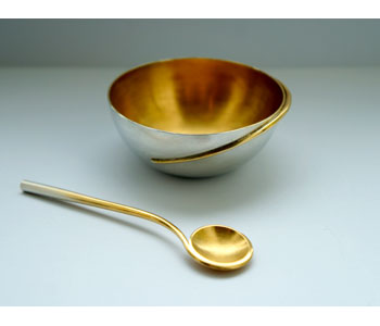Salt bowl and spoon in silver with gold plated interior